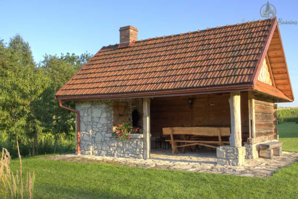 Altana z murowanym grillem i wędzarnią